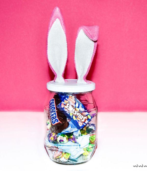 Ostergeschenke verpacken: DIY Süßigkeitenglas mit Hasenohren