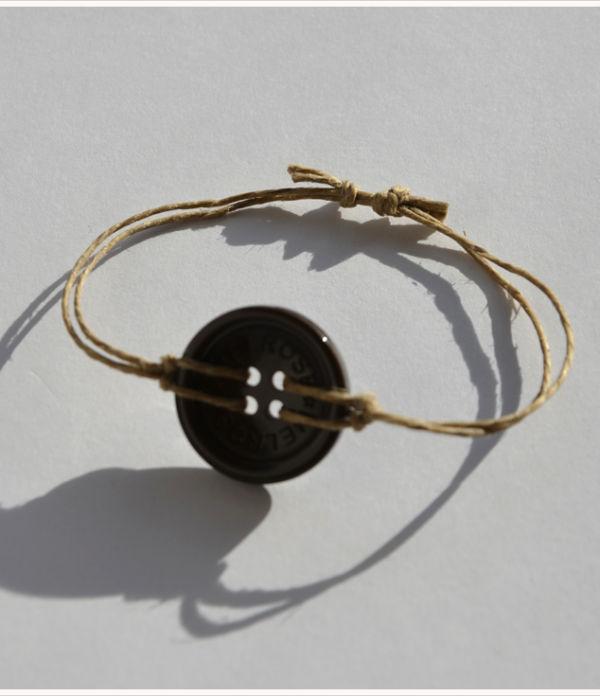 DIY: Knopf-Armbänder mit verstellbarer Schnur