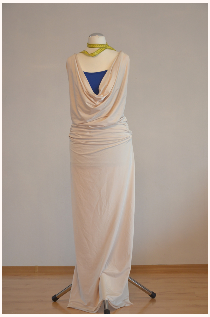 Fashion-DIY: Maxi-Sommerkleid in Creme