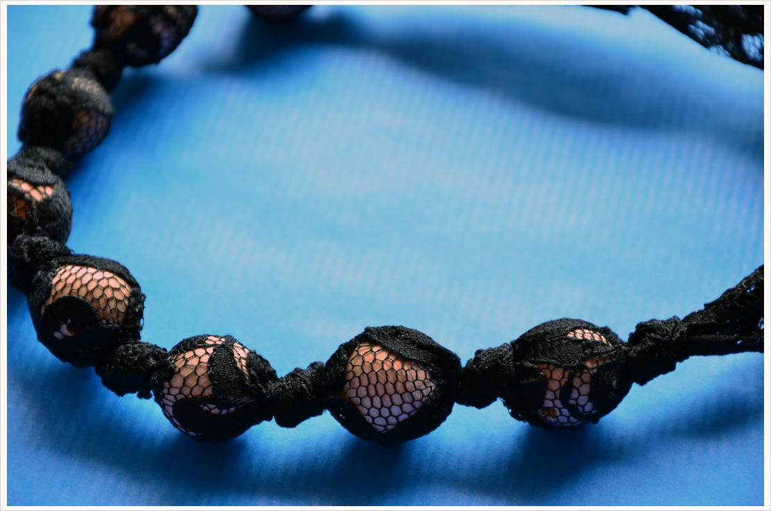 Fashion-DIY: Spitzenkette mit Holzperlen
