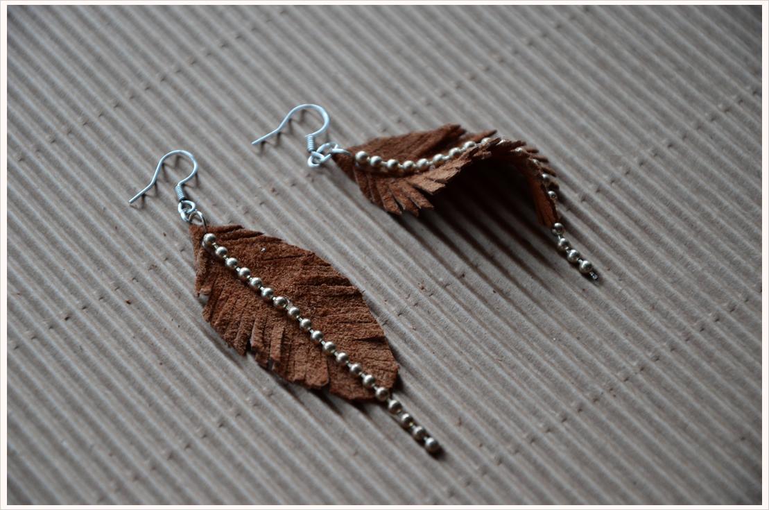 Feder-Ohrhänger aus Leder