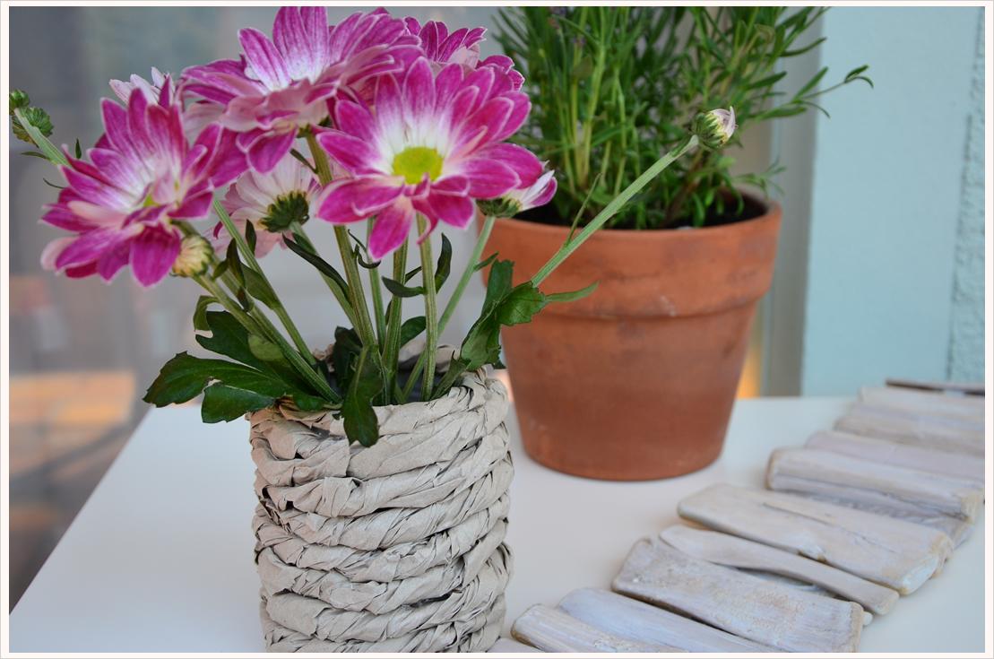 DIY-Dienstag: Aus einer Blechdose und etwas Packpapier eine Vase zaubern...