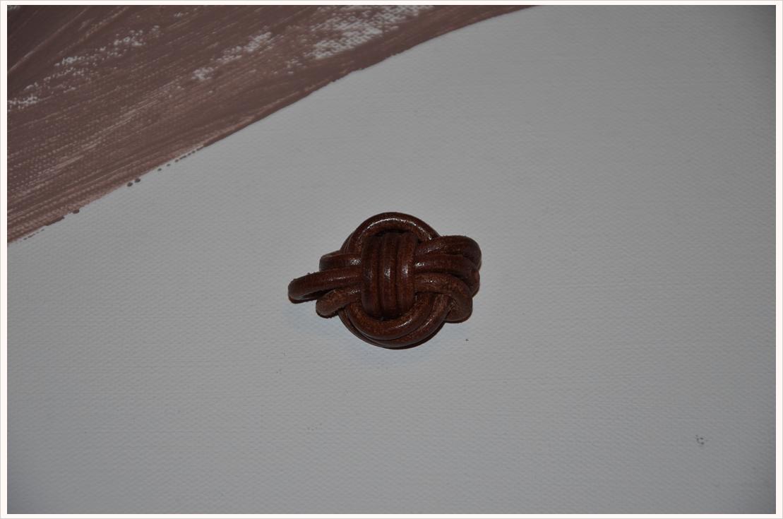 basteln mit leder teil 4 monkey knot anh nger. Black Bedroom Furniture Sets. Home Design Ideas