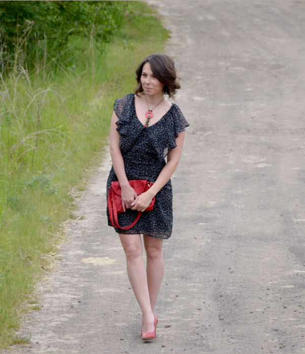 Red pumps & polka dot dress