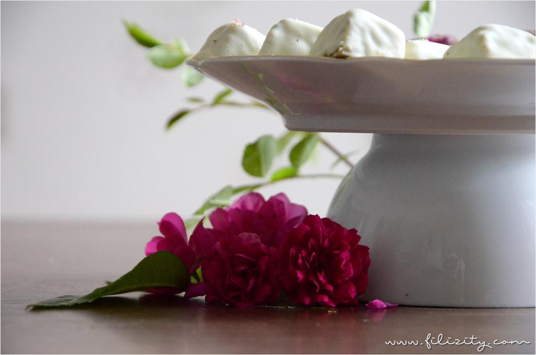Rezept: Pistazien-Rosen-Pralinen