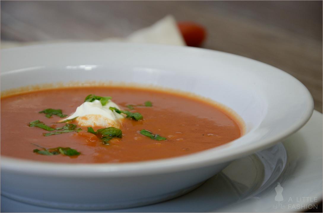 Tomatencremesuppe mit Reis und Kokos