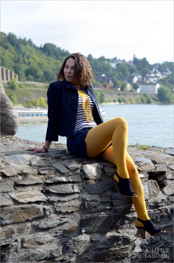 outfit_yellow-submarine-gelb-blau-streifen-fransen6