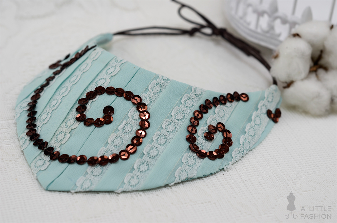 DIY: Collier aus alter Rüschenbluse