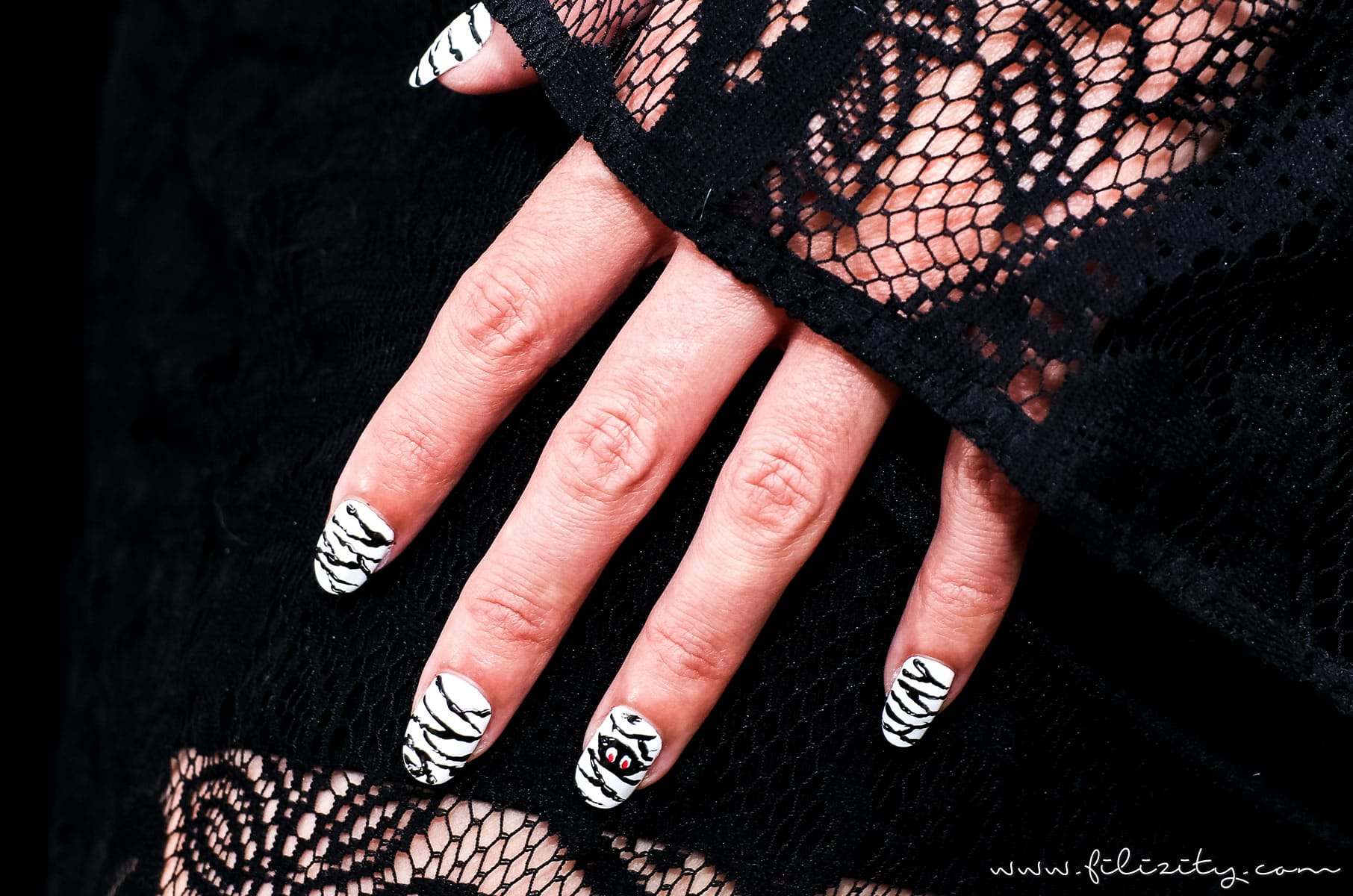 "Lustiges Halloween Nageldesign ""Mumien"""
