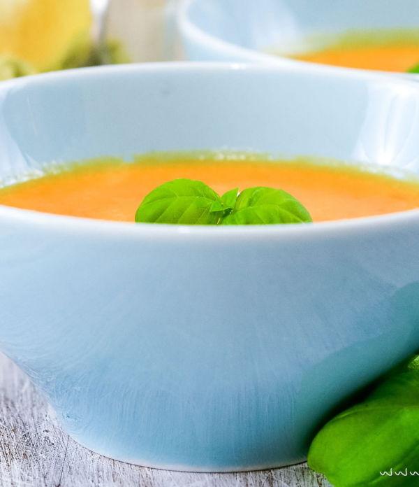 Paprika-Cremesuppe mit Olivenpesto