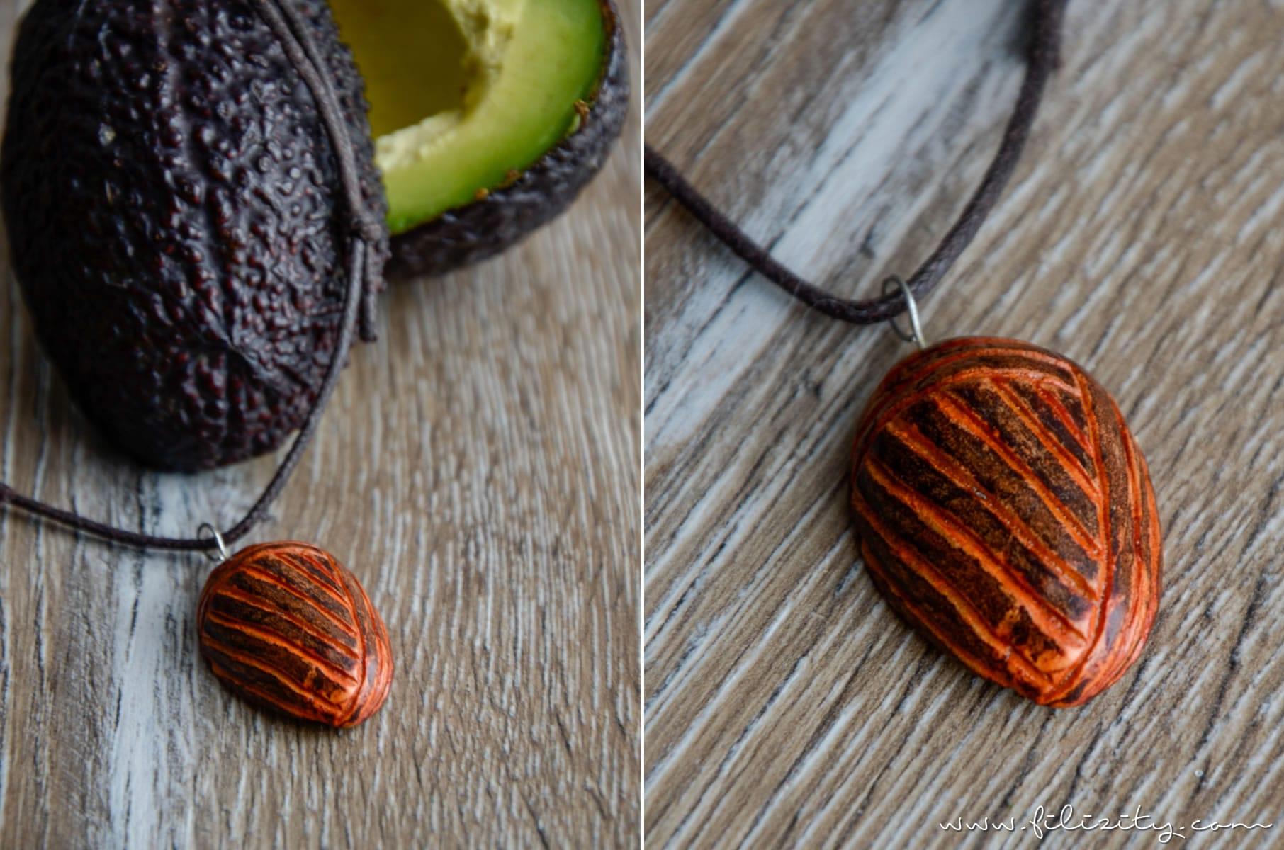 DIY: Kettenanhänger aus Avocado-Kern schnitzen