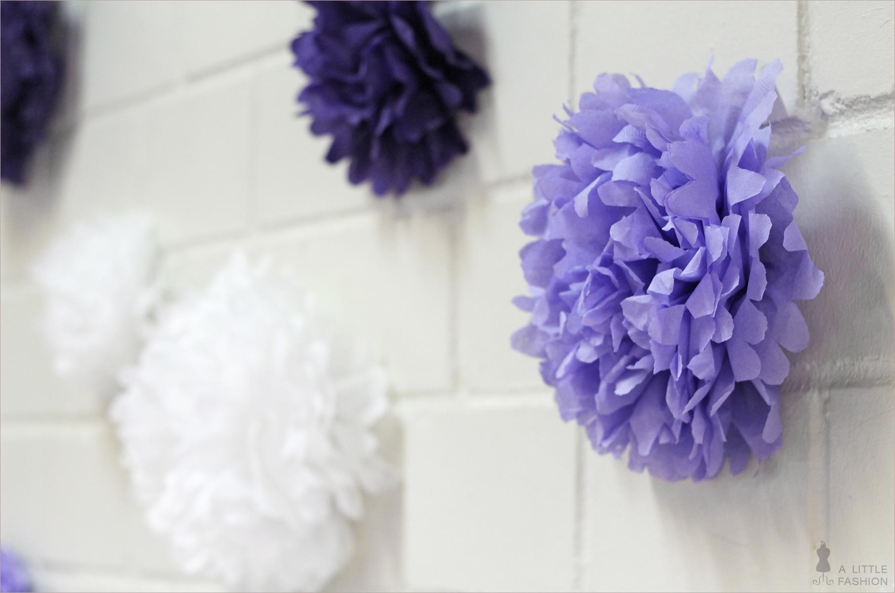 Zarte Pompons für die Wand