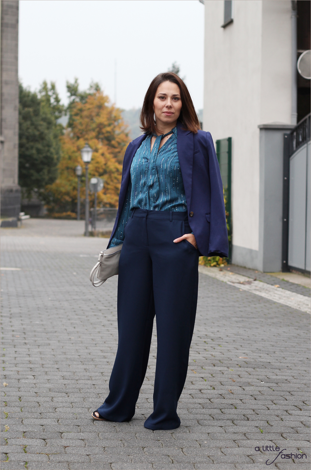 H/W2015: Schluppenblusen, weite Hosen & Blau | A Little Fashion | https://www.filizity.com/fashion/hw2015-schluppenblusen-weite-hosen-blau