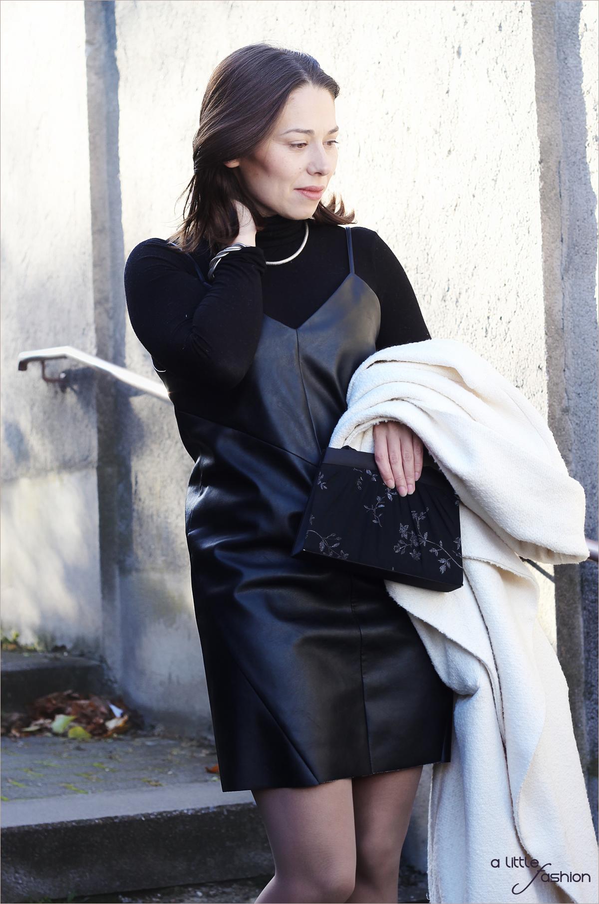 fashion_outfit_look_weihnacht_silvester_schwarz-weiss_leder_kleid_mantel3