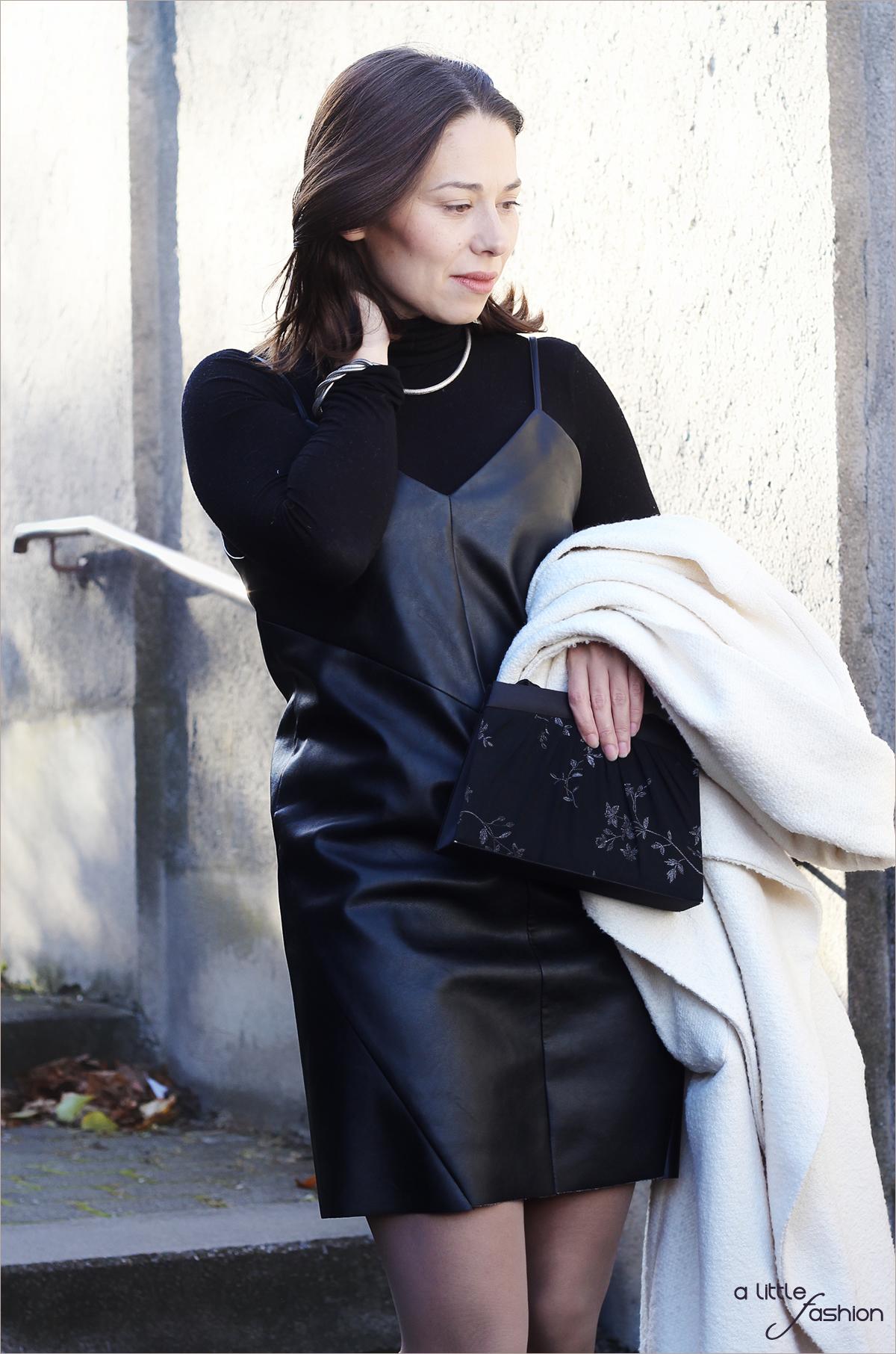 fashion_outfit_look_weihnacht_silvester_schwarz-weiss_leder_kleid_mantel3_1