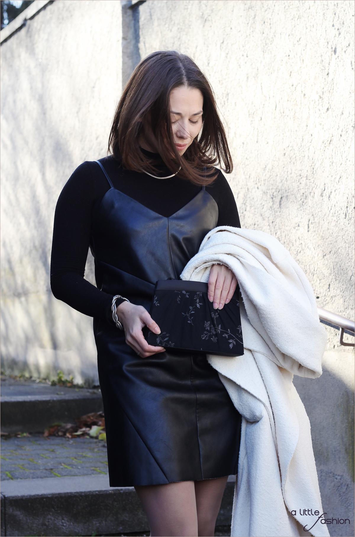 fashion_outfit_look_weihnacht_silvester_schwarz-weiss_leder_kleid_mantel6