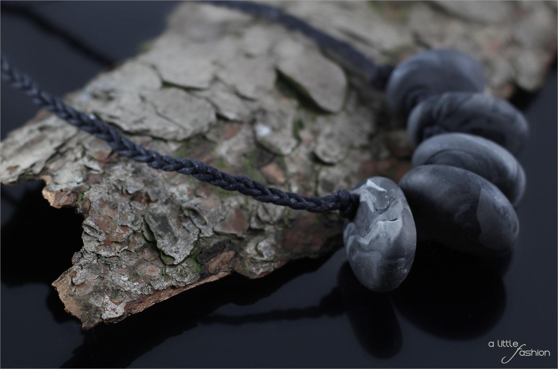 Stone Age: Statement-Kette aus Kaltporzellan-Steinen
