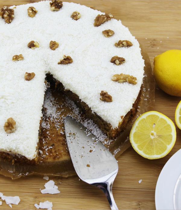Möhren-Walnuss-Torte mit Zitronentopping