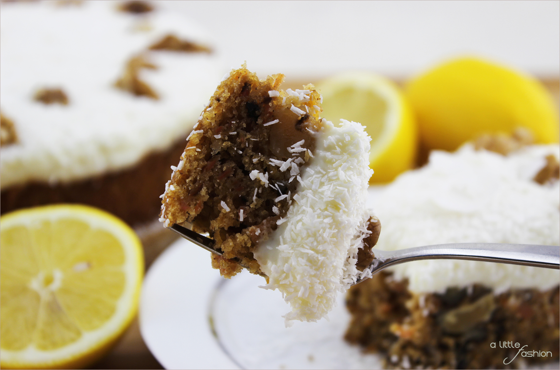 Möhren-Walnuss-Torte mit Zitronentopping   A Little Fashion   https://www.filizity.com/food/moehren-walnuss-torte-mit-zitronentopping