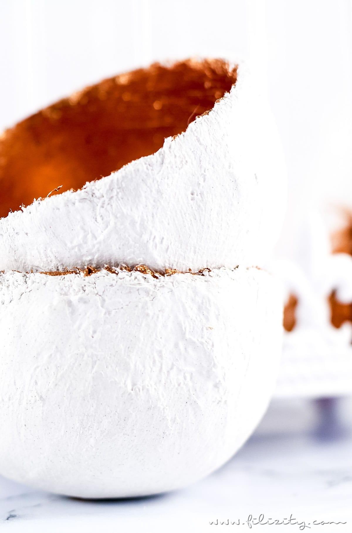 DIY Gips-Schalen mit Kupferdetail basteln | Leichte Deko für Frühling, Sommer & Ostern selber machen | Filizity.com | DIY-Blog aus dem Rheinland #gips #plaster #ostern