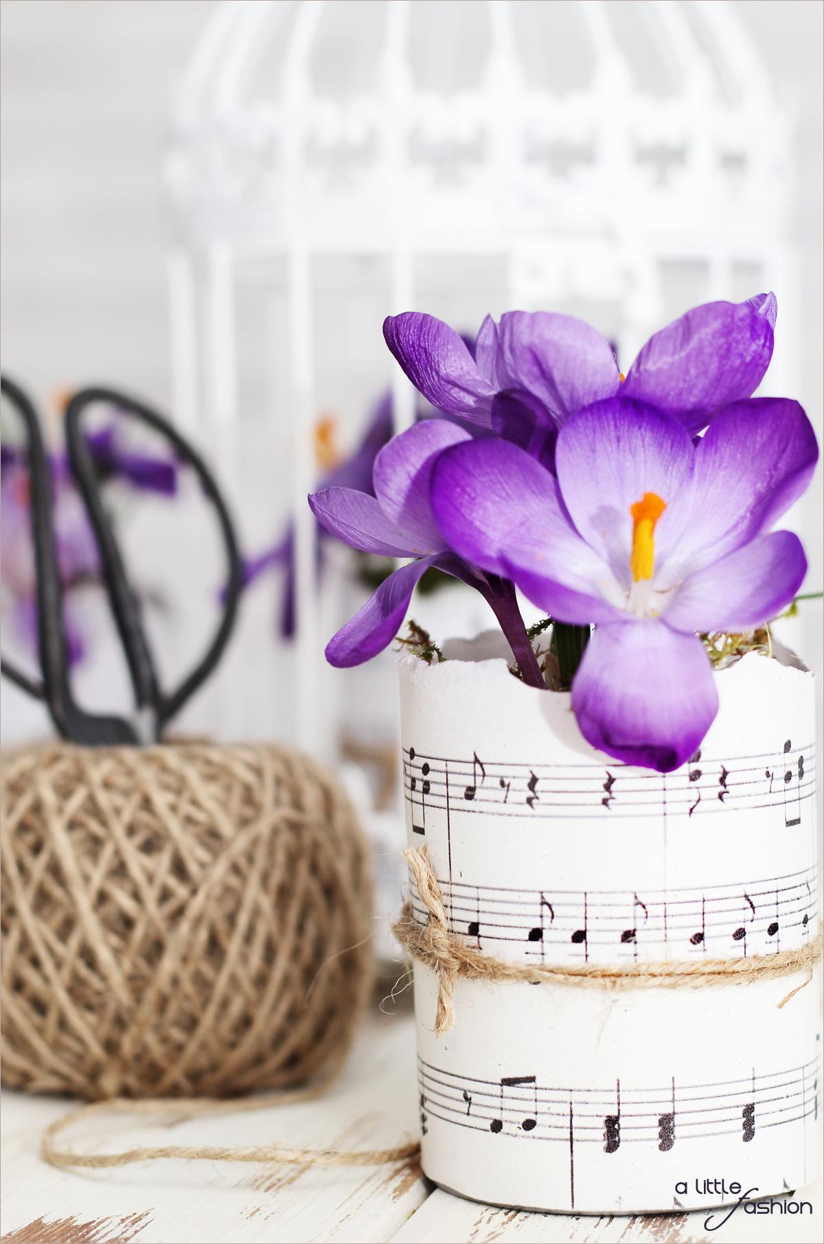 Blumentöpfe aus Dosen und Notenblättern | A Little Fashion | www.a-little-fashion.com/diy/blumentoepfe-aus-dosen-papier
