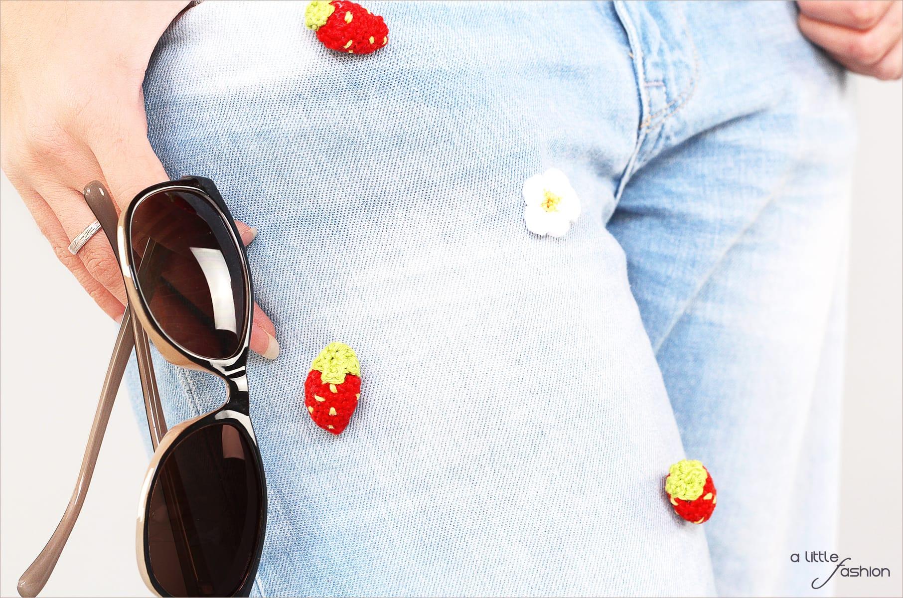 Patched Boyfriend Jeans mit Pumps und Shirt | A Little Fashion | https://www.filizity.com/fashion/patched-boyfriend-jeans-mit-pumps-und-shirt