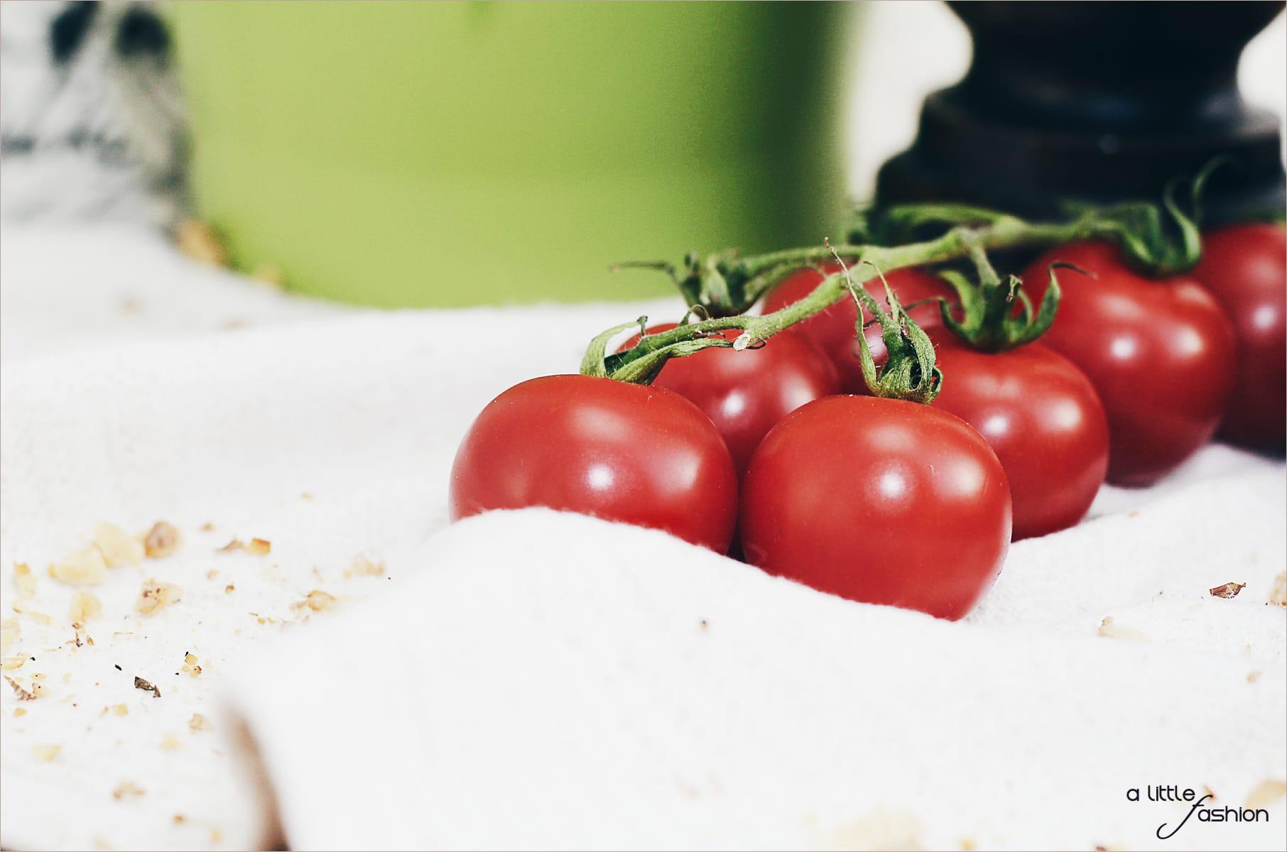 Rezept: Focaccia mit Frischkäse, Tomaten und Walnüssen