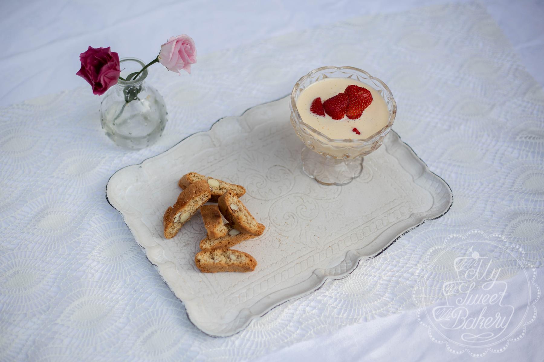 Weinschaum-mit-Erdbeeren-
