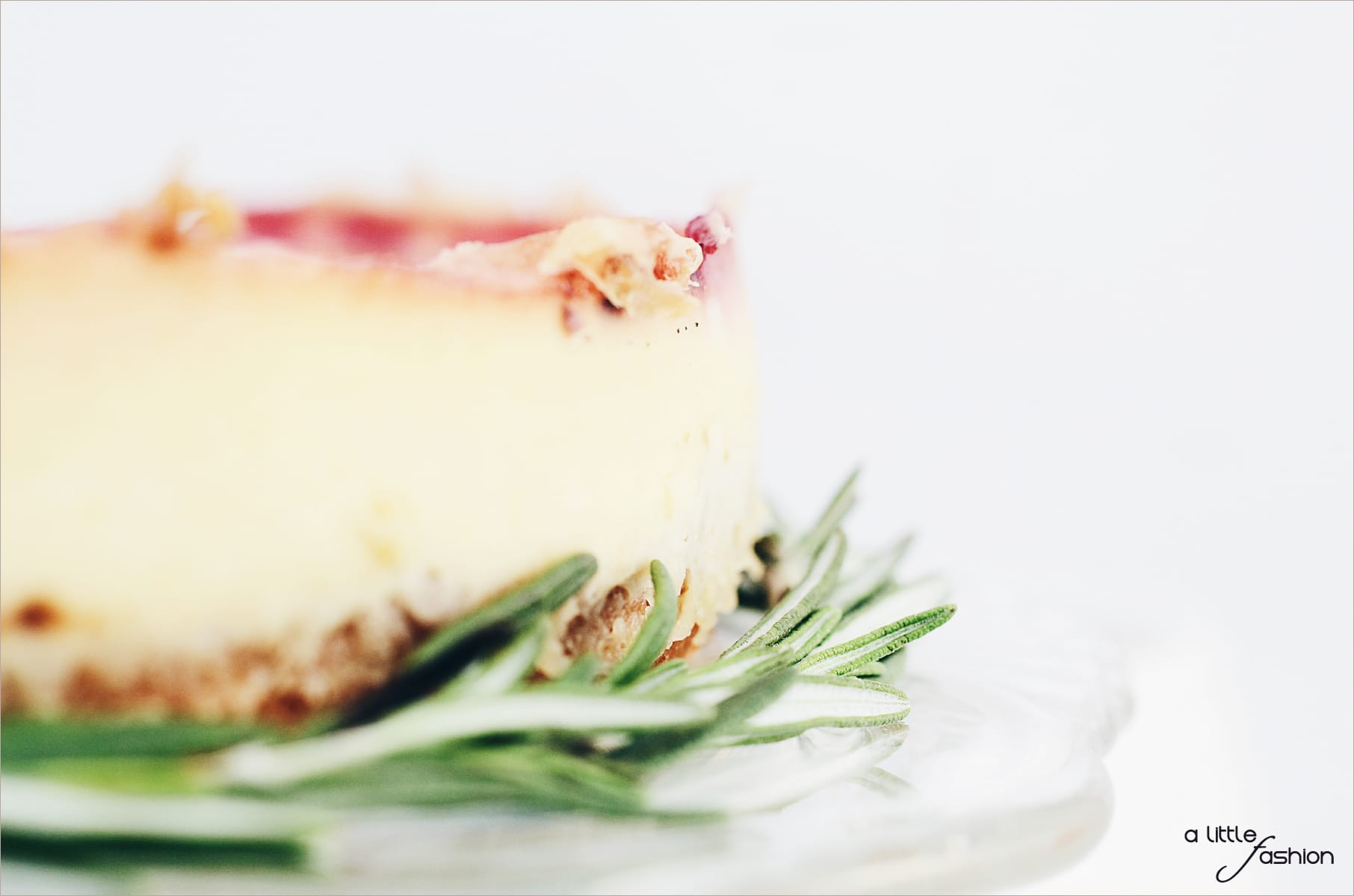 Rezep: leichte Sommer-Torte mit Erdbeeren und frischem Rosmarin