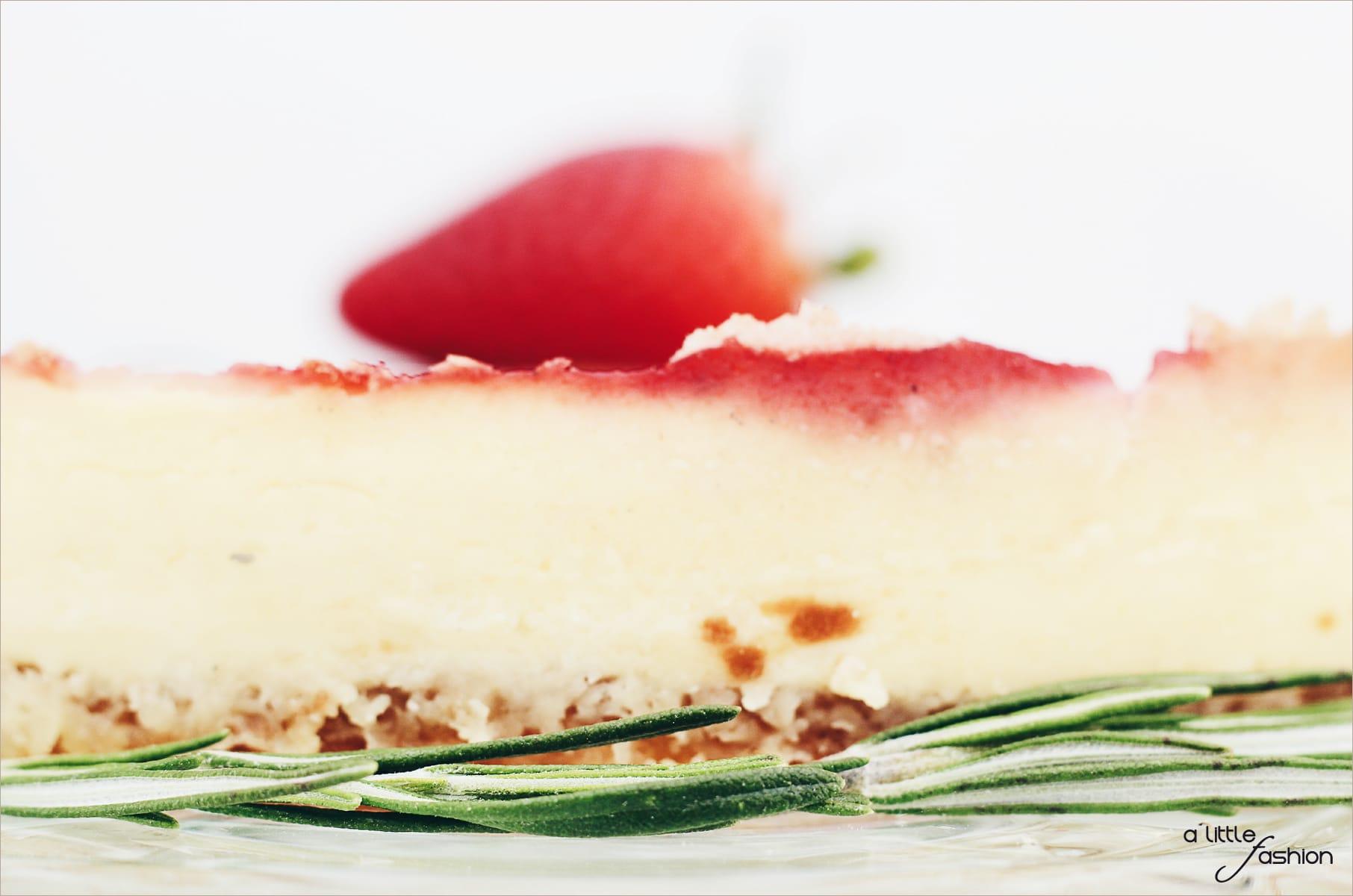 Rezept: leichte Sommer-Torte mit Erdbeeren und frischem Rosmarin
