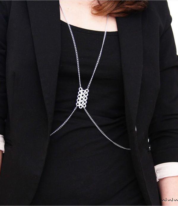 DIY Body Chain aus Schraubenmuttern