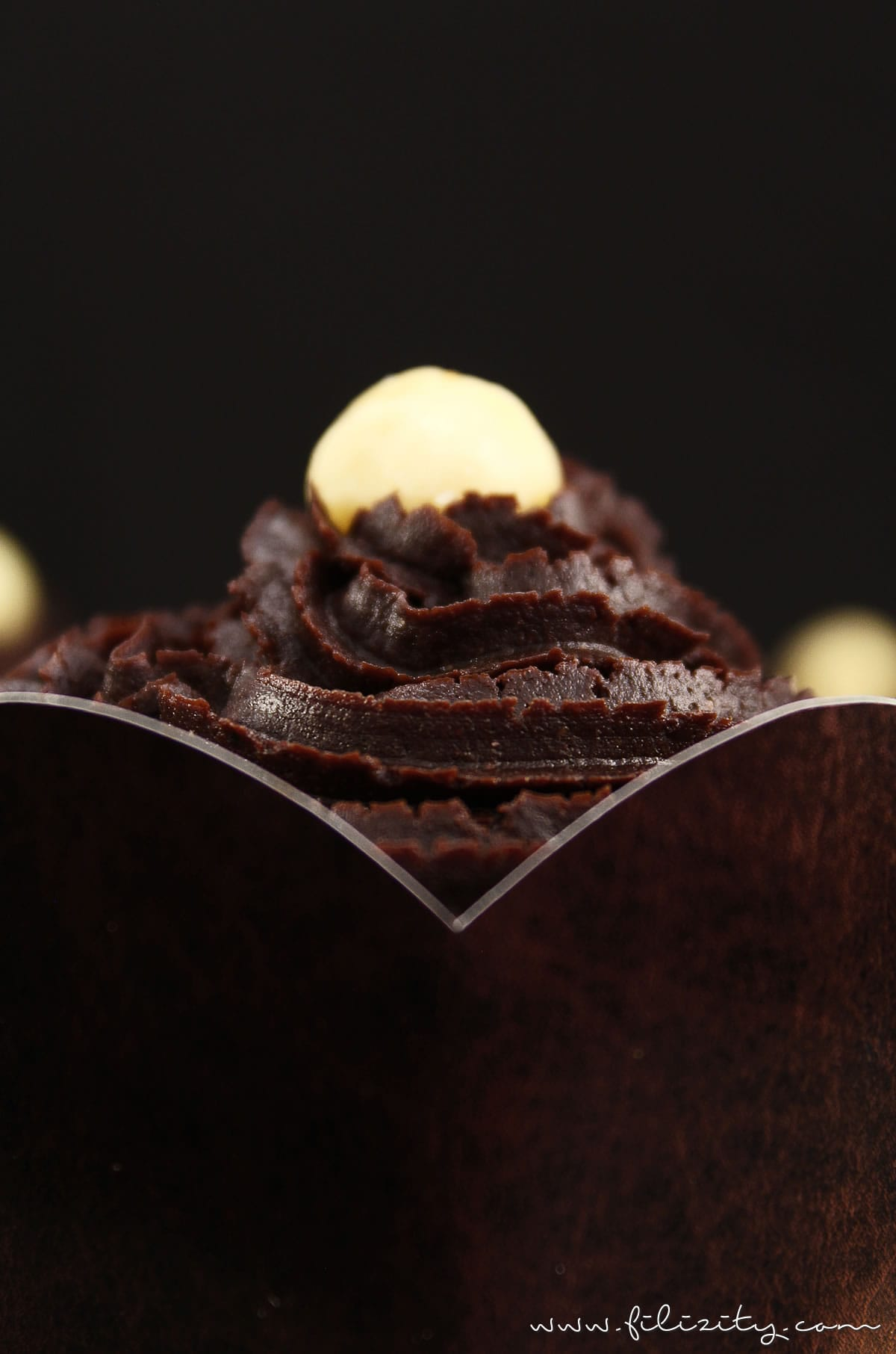 Rezept: Vegane Schoko-Macadamia-Muffins mit ChocQlate-Frosting