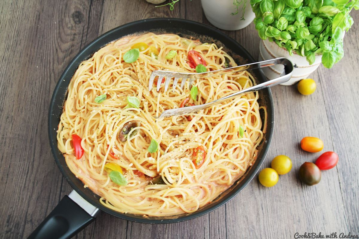 C&B with Andrea - Spaghetti in Tomaten-Sahne-Sauce Rezept - www.candbwithandrea.com2