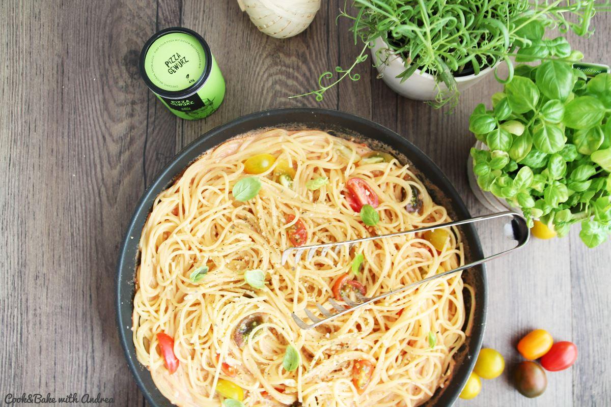 C&B with Andrea - Spaghetti in Tomaten-Sahne-Sauce Rezept - www
