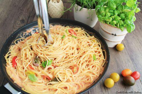 Spaghetti mit Tomaten-Sahne-Sauce