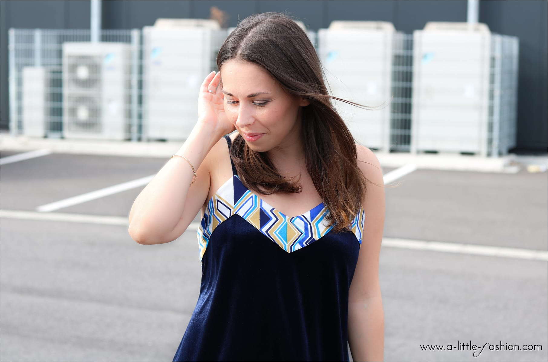 Outfit mit DIY Samt-Kleid und Mango Mules | A Little Fashion