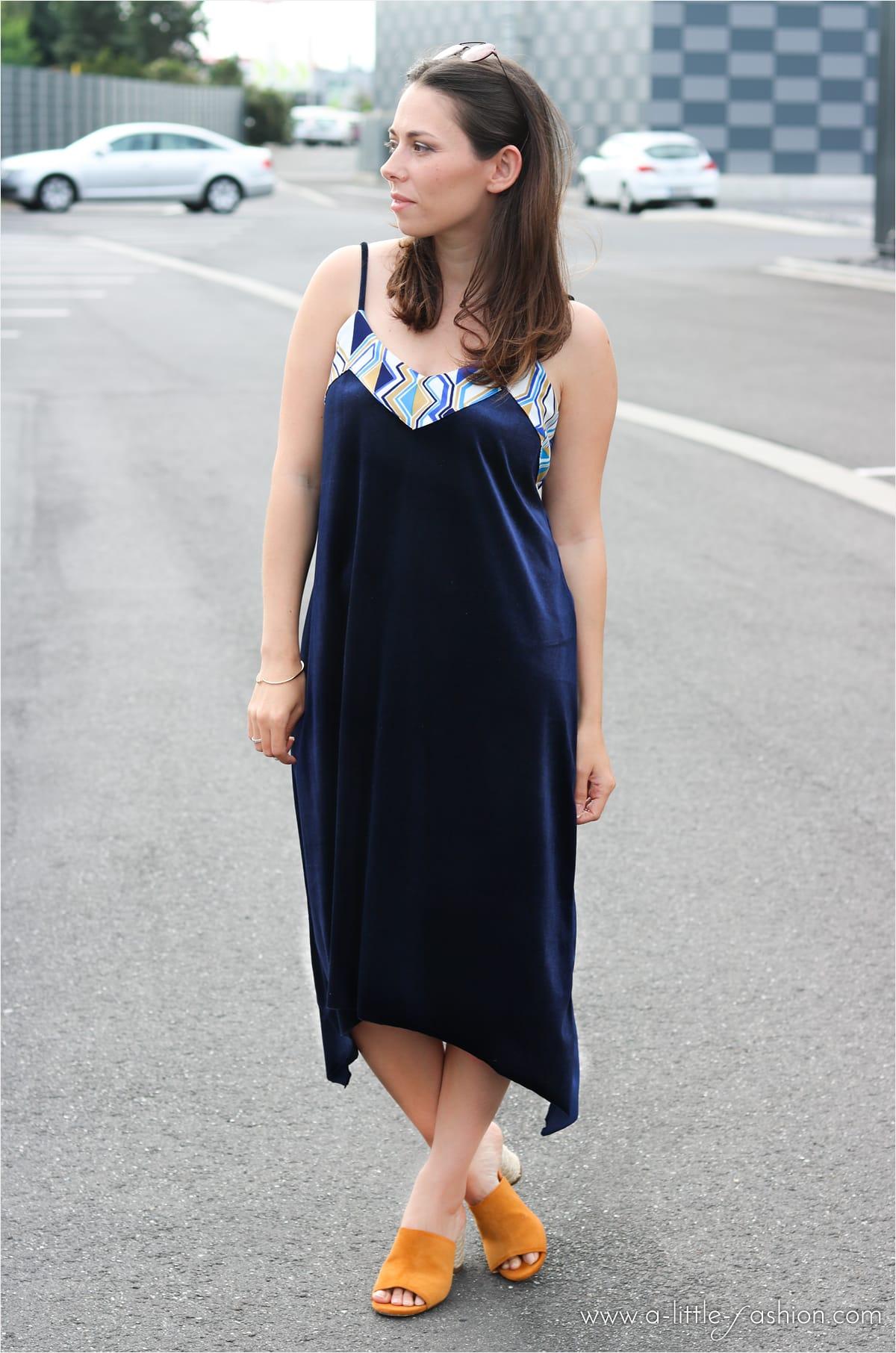 Outfit mit DIY Samt-Kleid und Mango Mules | A Little Fashion