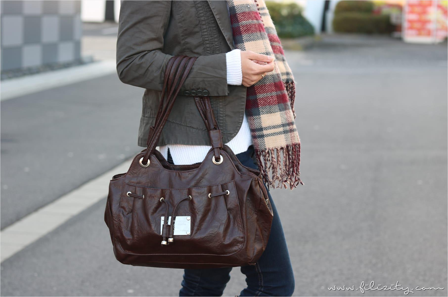 Casual Look für den Herbst mit Jeans, Pullover und Blazerjacke