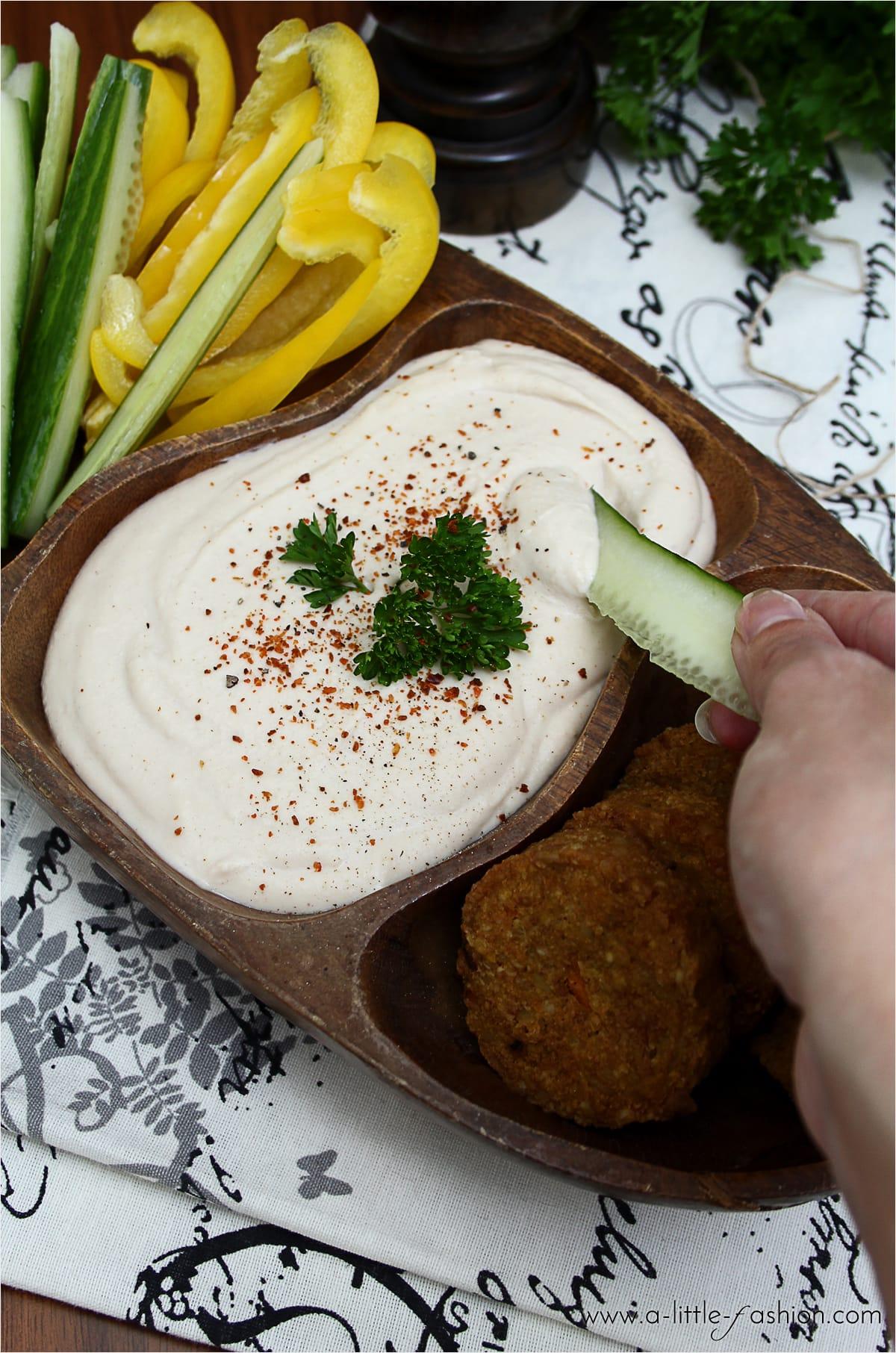 Hummus aus weißen Bohnen. Als Dip, Soße oder Brot-Aufstrich