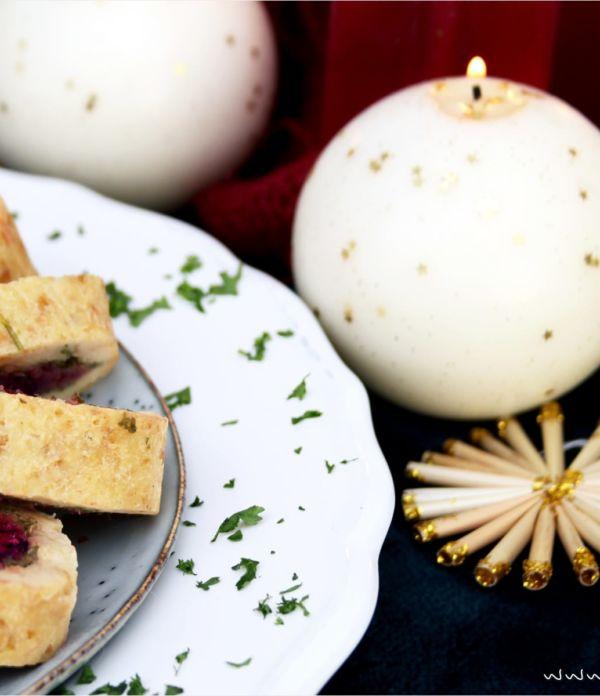 Weihnachtliche Serviettenknödel mit Rote-Bete-Zimt-Füllung