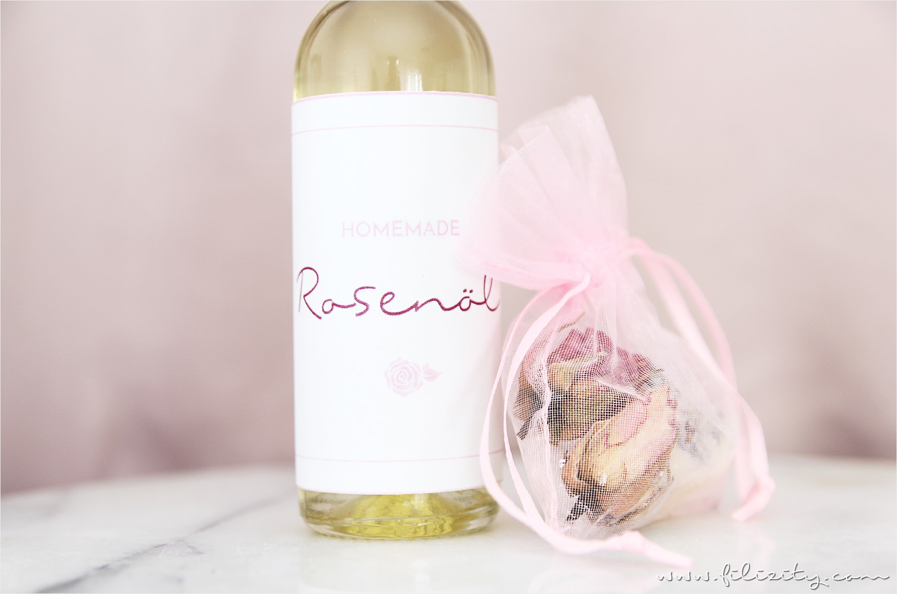 Rosenöl selber machen – perfekte Hautpflege und toles Muttertags-Geschenk!