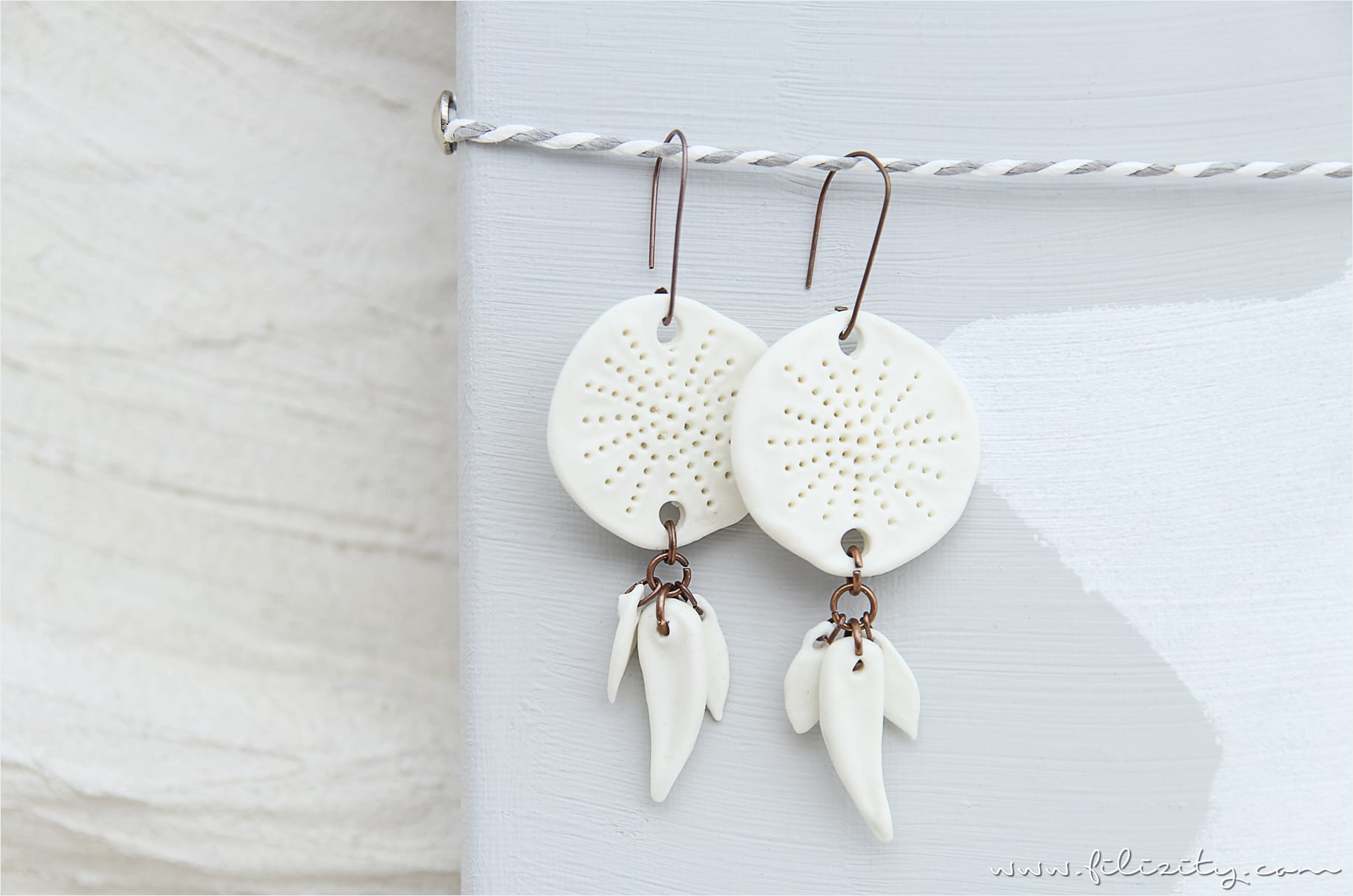 Kaltporzellan-Ohrringe im Boho-Style selber machen