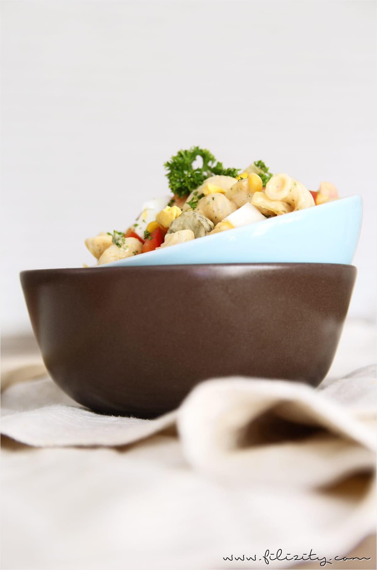 Nudelsalat mit Curry als Partyfood oder Beilage zum Grillen | Filizity.com | Food-Blog aus dem Rheinland #partyfood #salat #silvester #nye