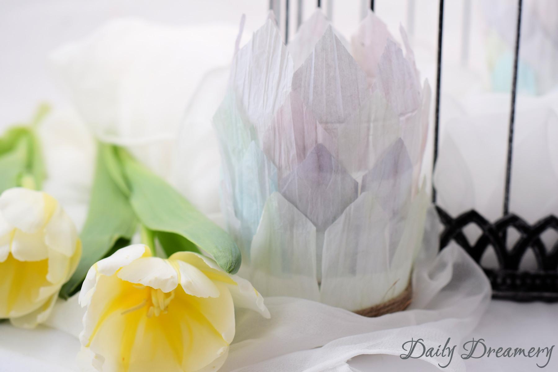 fruehlingshafte Teelicht-Halter aus Papiergarn