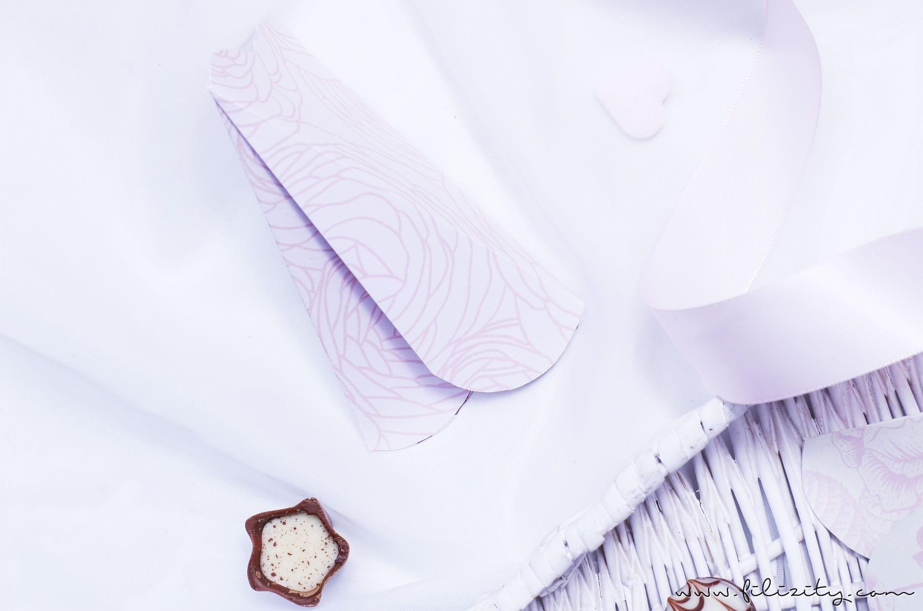 DIY Geschenkverpackung für Valentinstag: 3D Herztüten falten | Filizity.com | DIY-Blog aus dem Rheinland #valentinstag #muttertag #geschenkideen