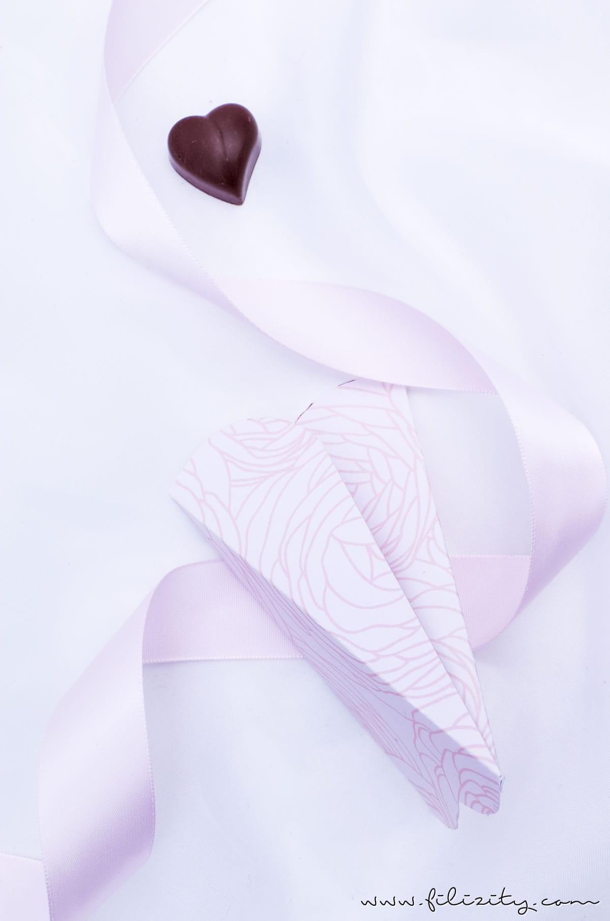 DIY Geschenkverpackung für Valentinstag: 3D Herztüten selber machen | Filizity.com | DIY-Blog aus dem Rheinland #valentinstag #muttertag #geschenkideen