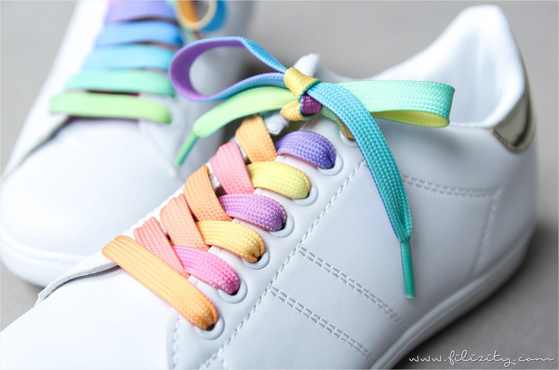 DIY Regenbogen-/Einhorn-Schuhe aus weißen Sneakers