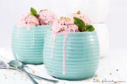 Sommer-Rezept: Erdbeer-Mascarpone-Eis mit Basilikum