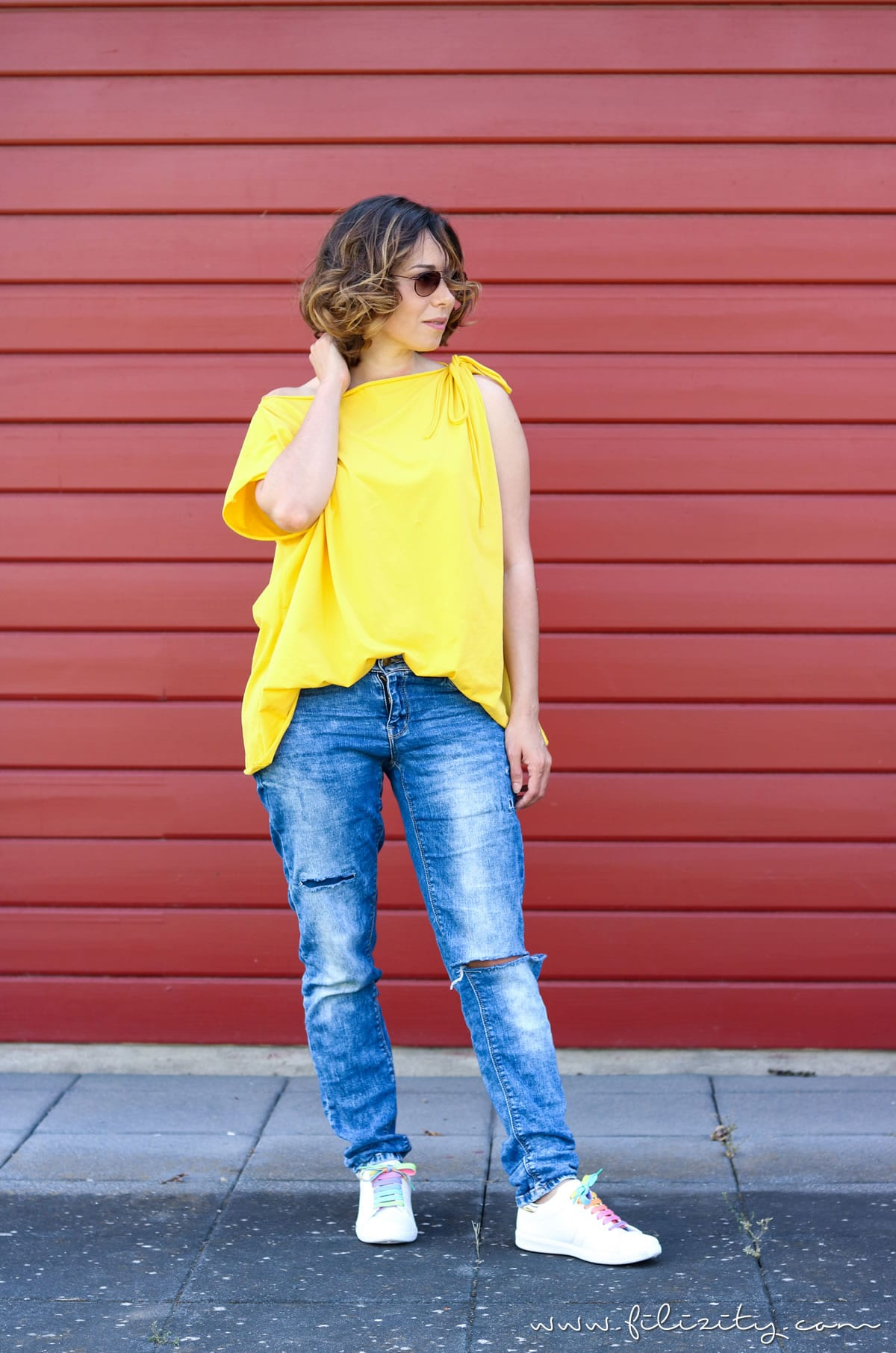 Lässiges Sommer-Outfit mit DIY-Shirt und Einhorn-Sneakers