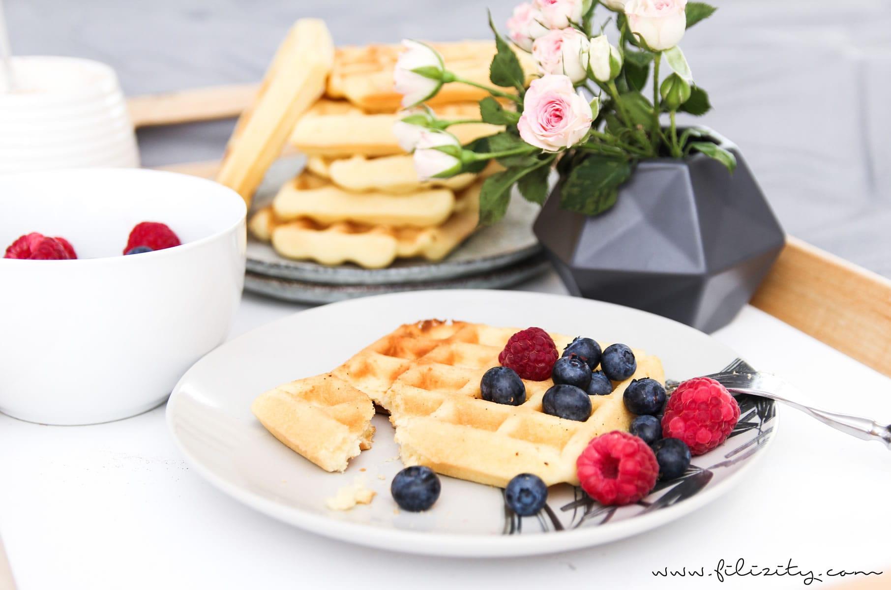 Grundrezept für fluffige knusprige Waffeln - perfekt zum Frühstück oder zum Kaffee